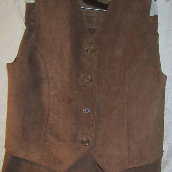 company B casual wear Dresses & Skirts - Suede skirt and matching vest size 10